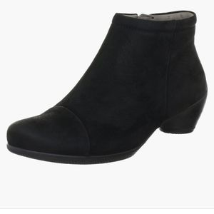 ECCO Sculptured Suede Black Ankle Boot